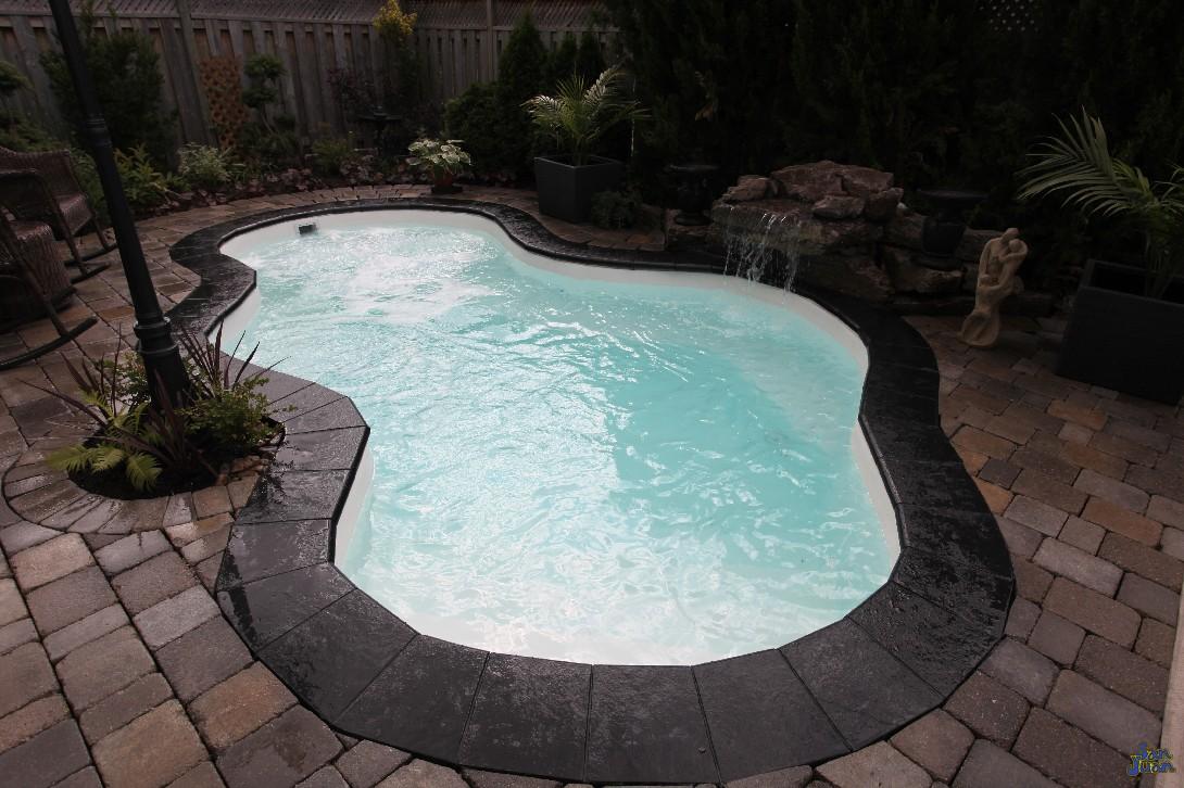 Fiberglass pool contractor custom pools and landscapes of for Small fiberglass pools